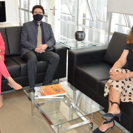 efensor Público-Geral, Renan Soares de Souza, e a Subdefensora Pública-Geral, Dayana Luz, e Procuradora-Geral de Contas, Cibelly Farias